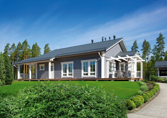 Одноэтажный дом вытянутой формы с двускатной крышей Т058