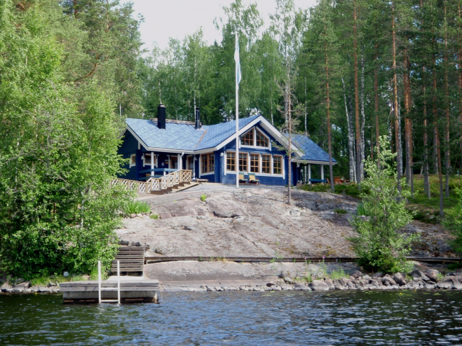 Финский дом с большой застекленной гостиной Т086