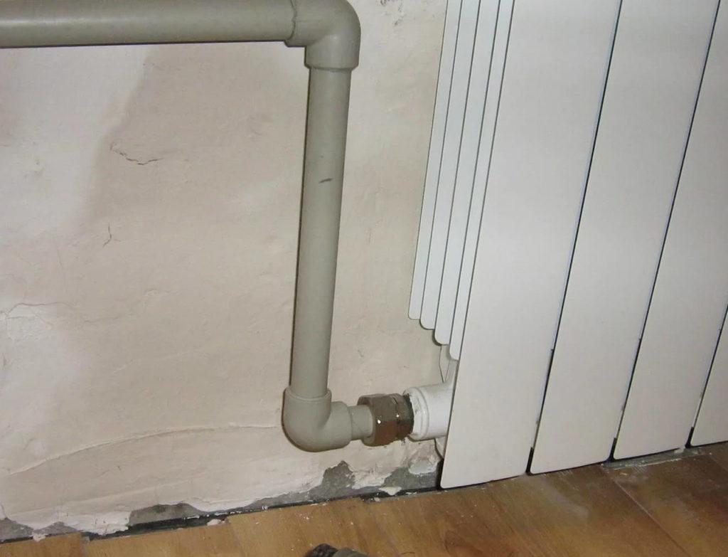 Соединение радиатора с трубой