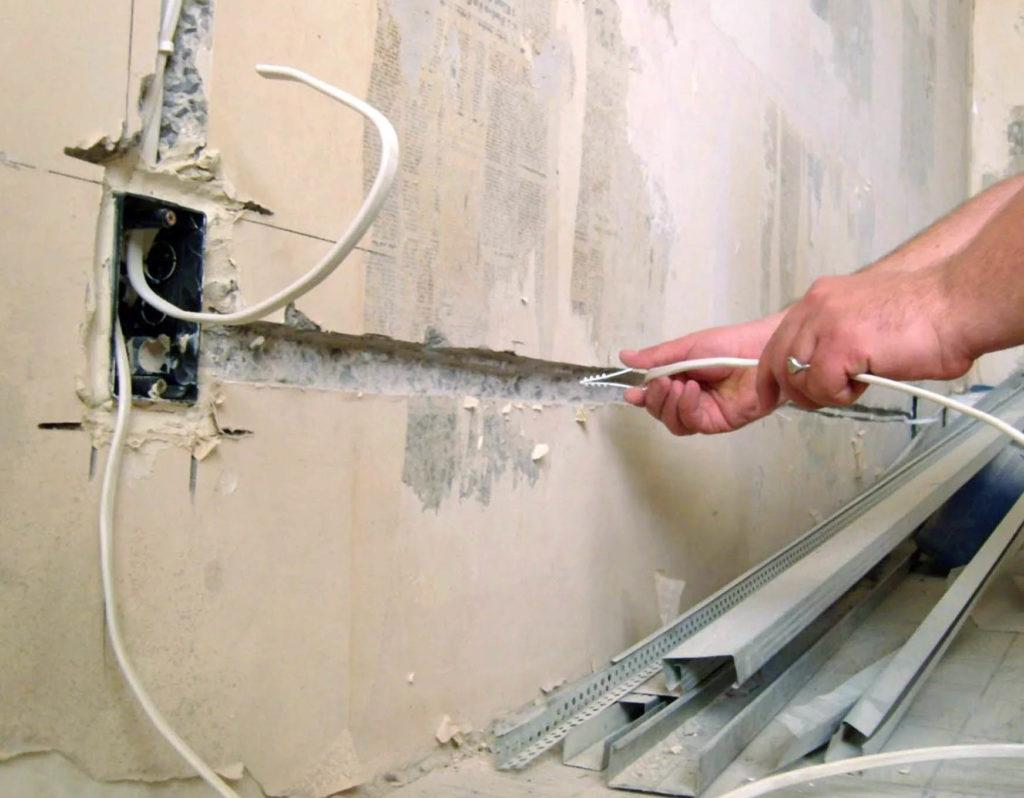 Укладка проводов должны быть строго горизонтальна или вертикальна