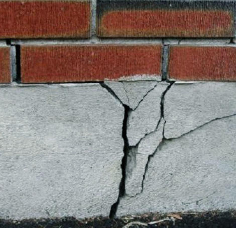 Разрушение фундамента вследствие вспученности грунта