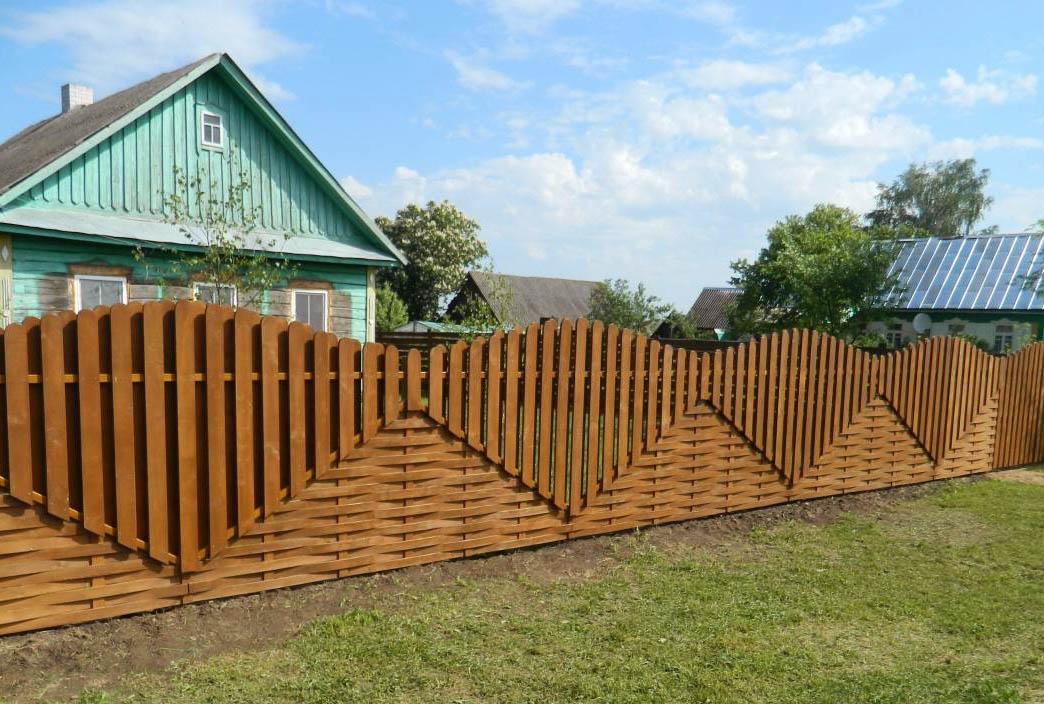 Забор возле дома своими руками 34