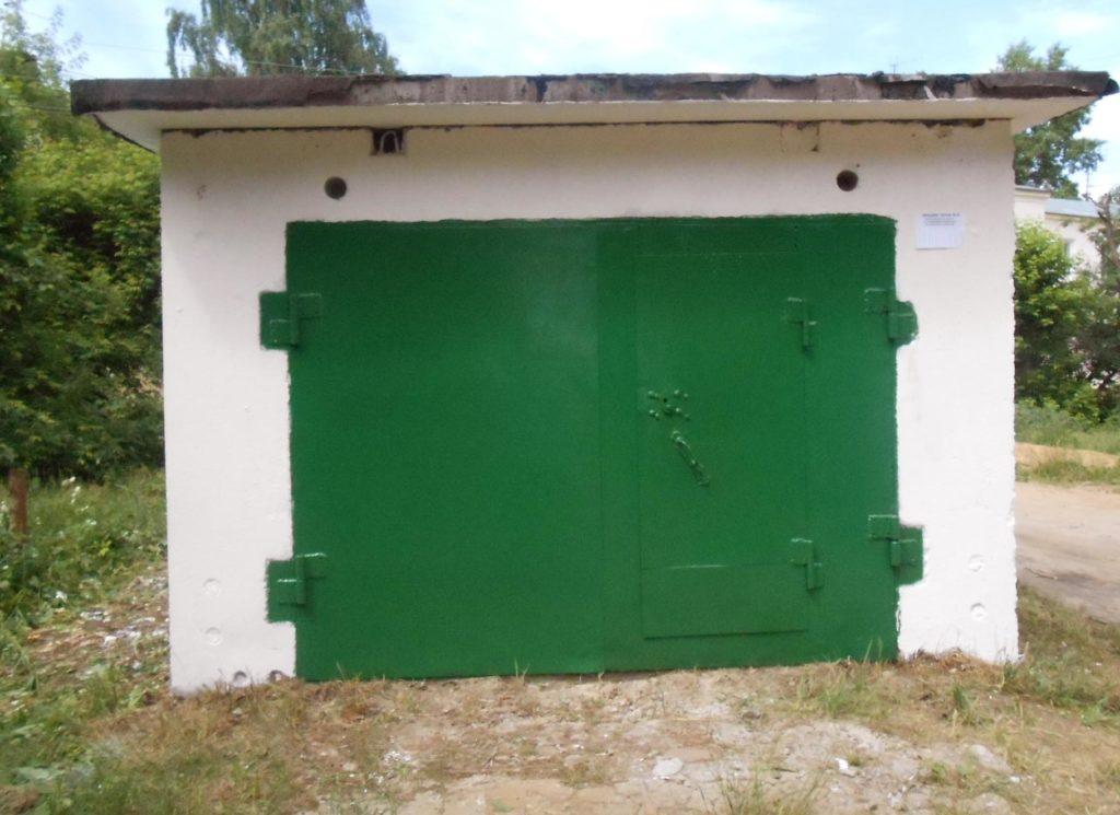 Типовой железобетонный гараж на участке