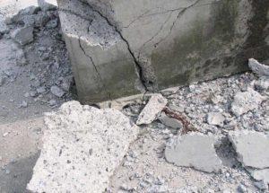 Разрушение фундамента, размытого грунтовыми водами