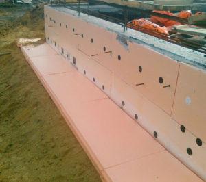 Утепление бетонного фундамента очень затратно