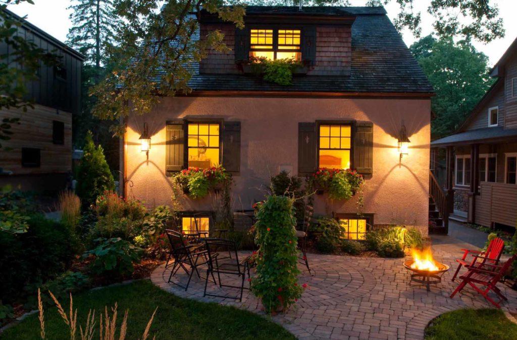 Декоративное освещение фасада